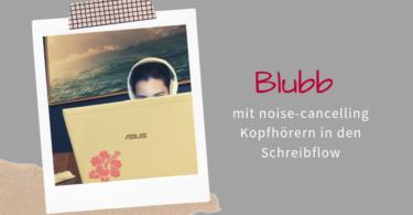 Noise cancelling Kopfhoerer beim Schreiben